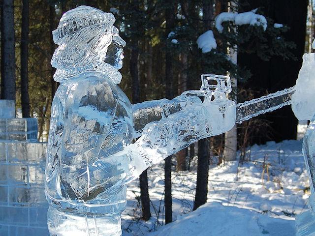 Цепная электропила из льда.