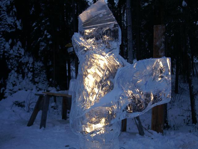 Реалистичная ледяная скульптура