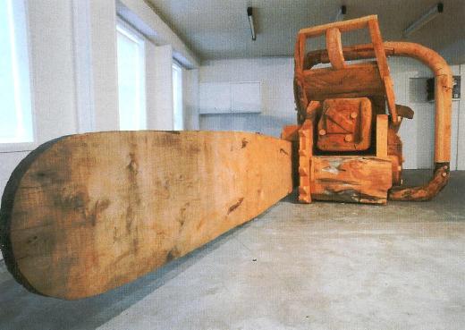 Гигантская деревянная бензопила размером с комнату