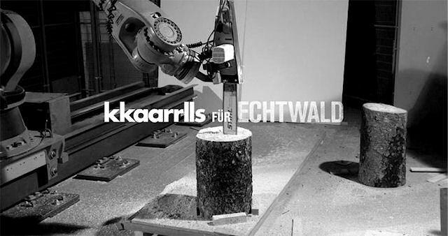 Робот резчик с цепной электропилой изготавливает табуретки